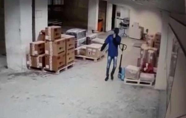巴西机场三窃贼伪装成工作人员盗走价值627万手机