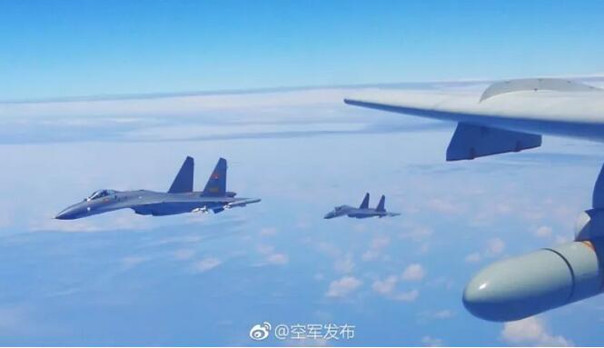 某师轰-6K机长:绕岛巡航,我们用战神航迹丈量祖国大好河山!