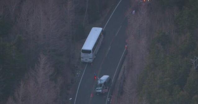 日本一辆满载中国游客大巴与面包车相撞 致17人受伤