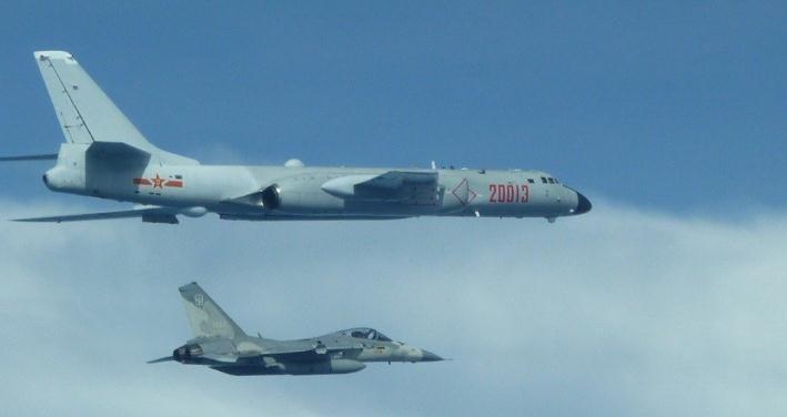 解放军战机频繁绕台 台当局急了:怒花1亿保养战机