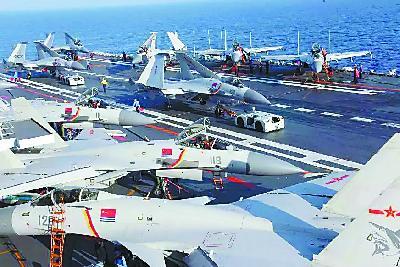 十机同框!辽宁舰在南海演练实战