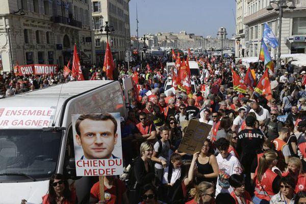 法国多地民众持续举行抗议活动 反对政府改革计划