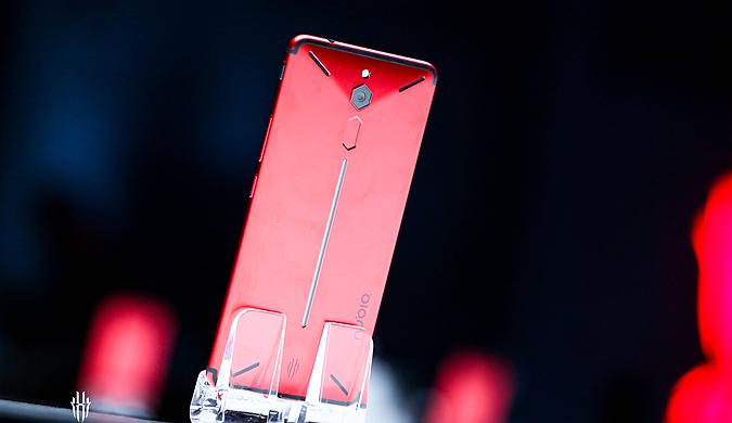 """努比亚游戏手机""""红魔""""正式发布:2499元起售"""