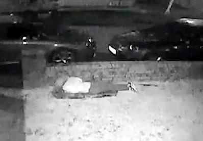 英15岁女孩遭8歹徒殴打 躲矮墙后仍未能幸免