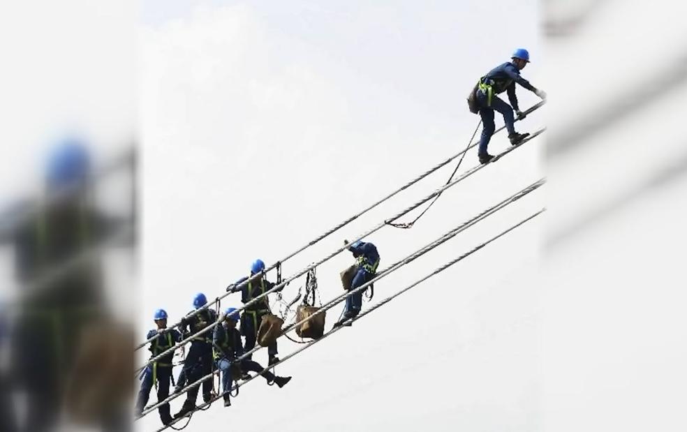 【环视频】多地实拍:世界第一特高压工程,顺利跨越长江天堑