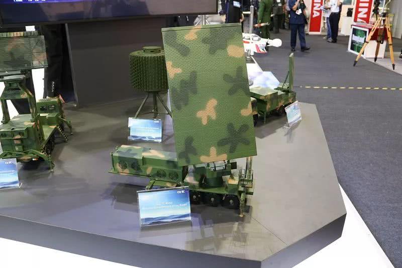 中国现役最先进警戒雷达现身国际防务展!