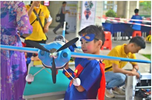无人机频频亮相中小学科技节 佛山专业小飞手逾200名