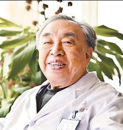 """国医大师张琪九十六岁还出诊 病人说他""""神"""""""