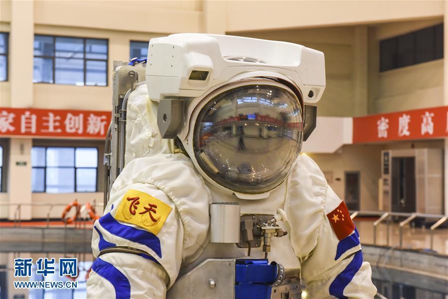 """中国空间站""""飞天""""水下训练服首次亮相"""