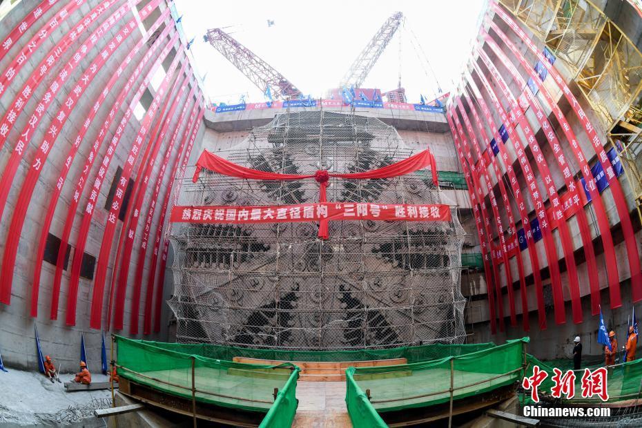中国最宽江底隧道右线贯通 建成后上跑汽车下行地铁
