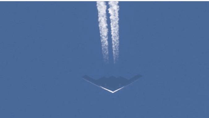 多架B2盘旋美中部城市上空,网上猜测不断,美国空军说…