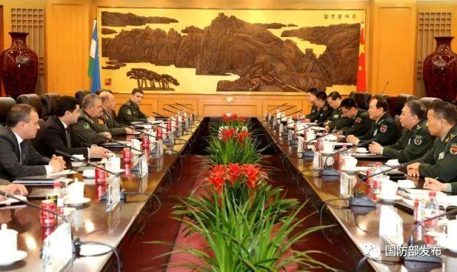 魏凤和与乌兹别克斯坦国防部长举行会谈