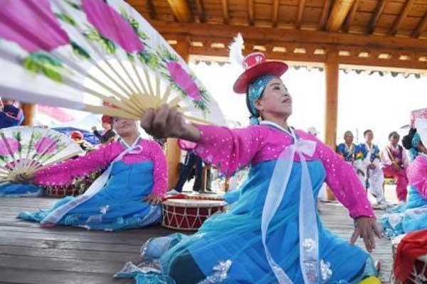吉林和龙金达莱旅游节开幕 演绎精彩朝鲜族民俗风情