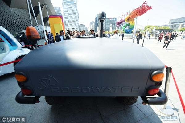 全地形无人车亮相上海 可根据需求搭载不同模块