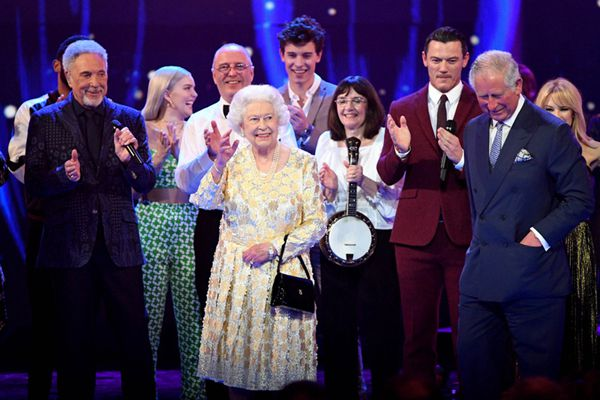英国举行音乐会庆祝女王92岁生日 现场众星云集
