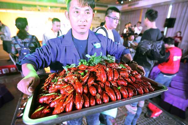 江苏扬州:小龙虾火热上市引爆食客味蕾
