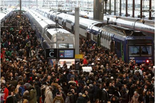法国铁路继续罢工 餐饮和旅游业受影响损失惨重