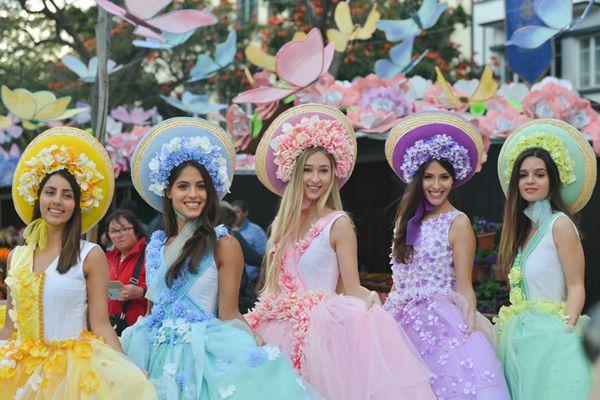 葡萄牙马德拉鲜花节花车游行 少女翩翩起舞貌美如花