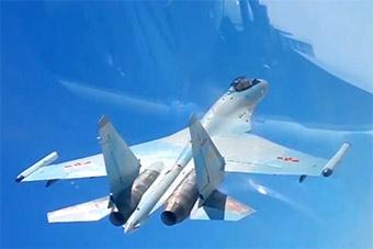 苏-35战斗机的身影首次现身我军绕岛巡航机群中