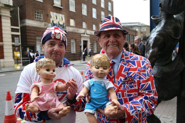 英国凯特王妃临产 民众与媒体在医院外蹲守
