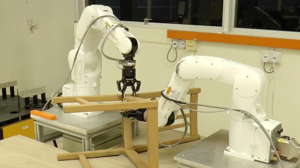 家装小能手上线!机器人组装一把椅子只需20分钟