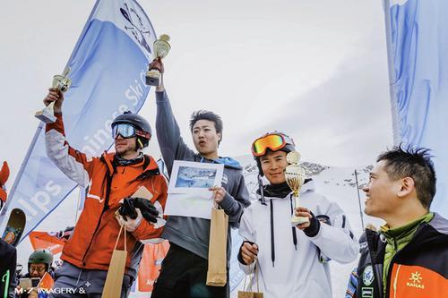 欧洲华人滑雪爱好者汇聚楚格峰 72岁选手夺奖