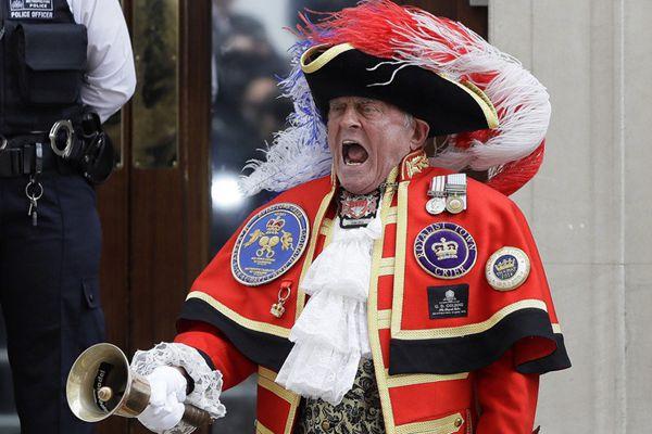 凯特王妃诞下小王子 英国王室迎来王位第五顺位继承人