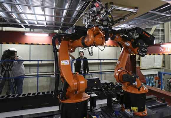 应对未来劳动力短缺 日本公司展示多功能机器人