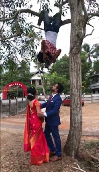 """开挂!印度摄影师变""""蝙蝠侠""""倒挂树干为新人拍照"""
