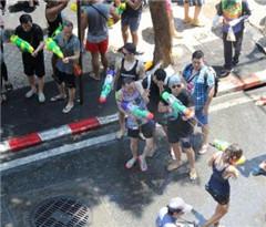 中国旅行社开低价团欠债跑路 泰国导游背债求助