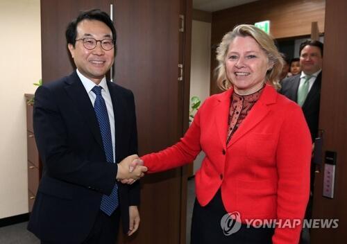六方会谈韩首席代表会见美代理助理国务卿:助力韩朝、美朝首脑会谈取得成功