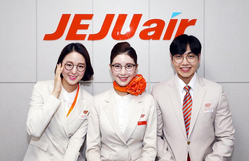 韩媒:济州航空惊现戴眼镜的乘务员