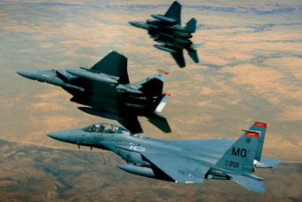 2.5马赫!美军3架F-15战机加力全开追逐日食
