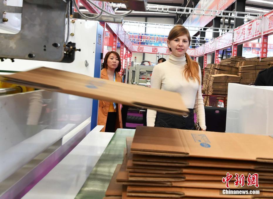 """40余国海外客商云集""""中国纸箱包装机械之乡""""参观"""