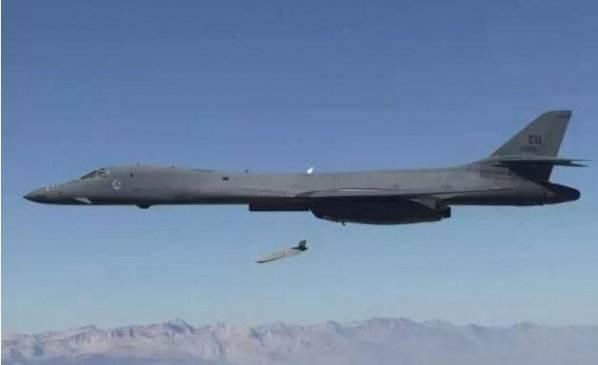 四架轰炸机就能摧毁中国航母编队?专家:不靠谱