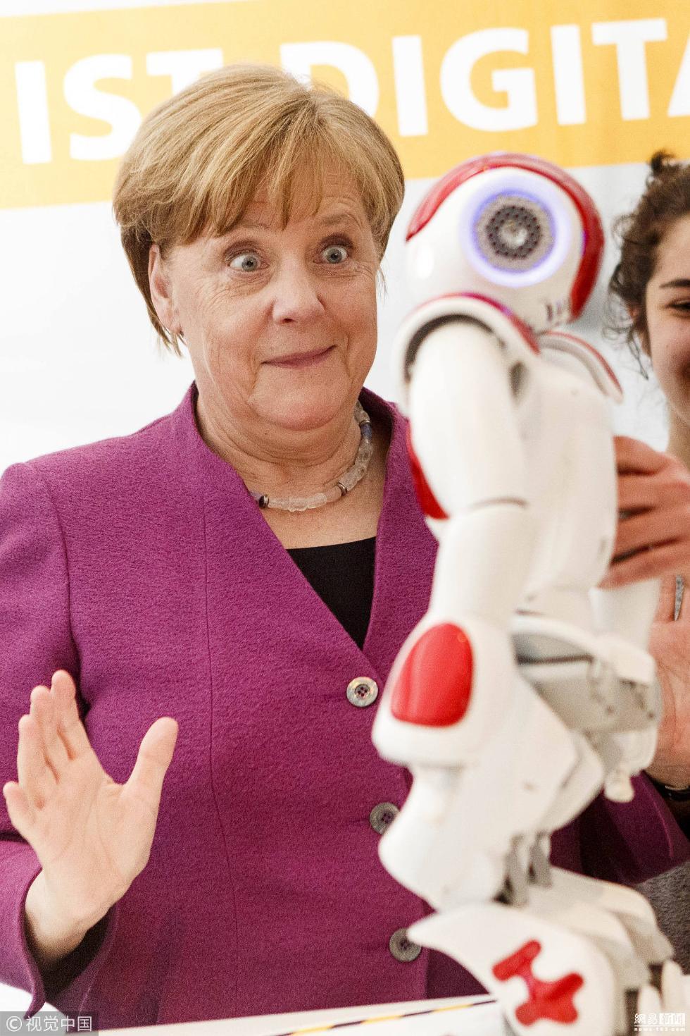 德国总理默克尔被机器人