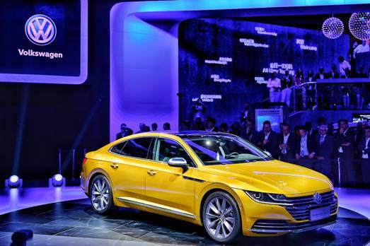 全新一代CC首发亮相 一汽-大众携多款重磅车型闪耀北京车展