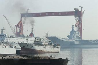 国产航母和保障船烟囱都冒黑烟 今天也许有动作