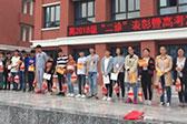 重庆一学校奖励优秀学生猪肉 网友:很实在