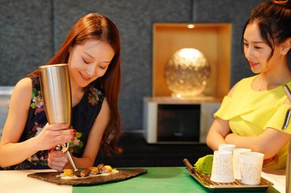 徐海星跨界变身美厨娘 大秀法餐好厨艺
