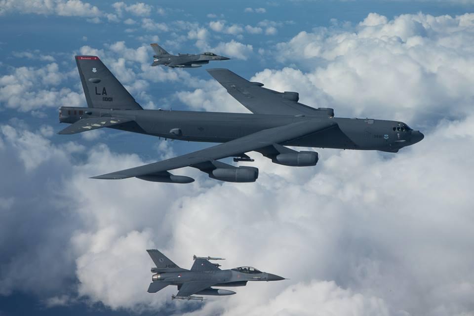 国防部回应美军轰炸机抵近我东沙岛:有关情况均在掌握