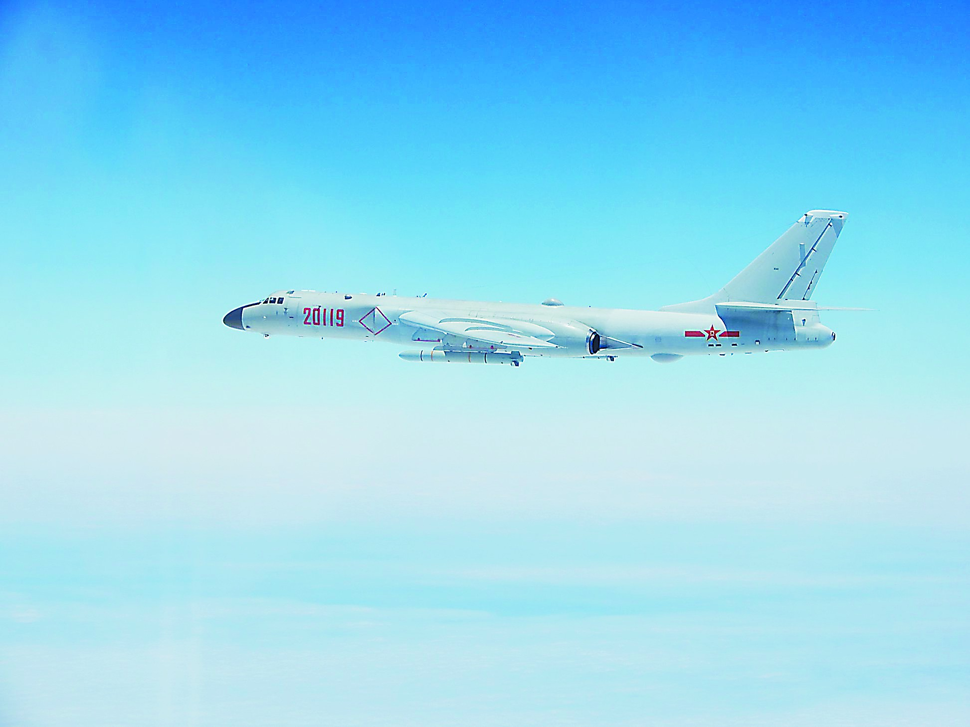 再度绕台!空军多机型出击 轰6K挂载巡航导弹