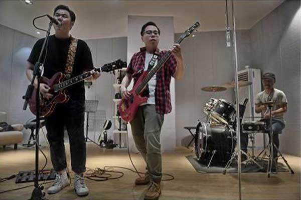 """""""扳手兄弟""""乐队:用吉他弹出工人的激情"""