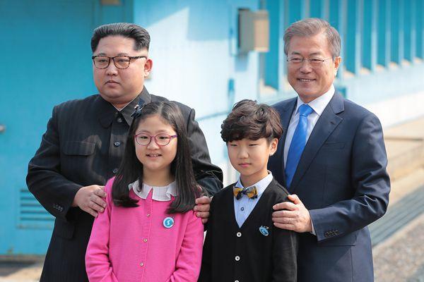 朝韩第三次首脑会晤!金正恩与文在寅握手会晤