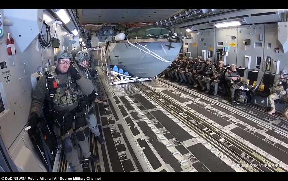 围观!美军隐身快艇训练视频曝光