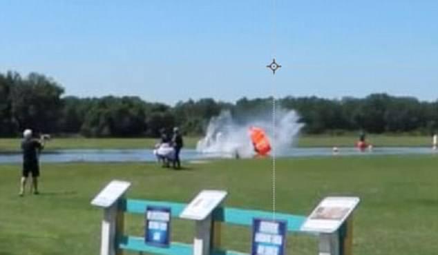 美国一女子佛罗里达跳伞出意外冲入水池受重伤