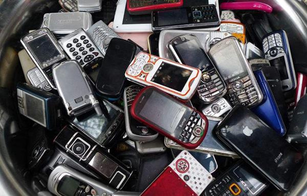 手机致全球变暖?专家:言过其实 手机会增加碳排放