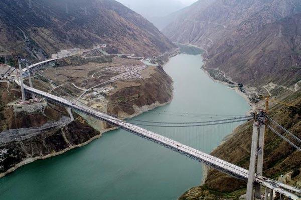 """""""川藏第一桥""""桥面板安装完成"""