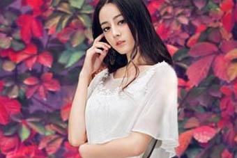 热巴和baby穿的连衣裙火了, 网友却说赵丽颖更仙美!