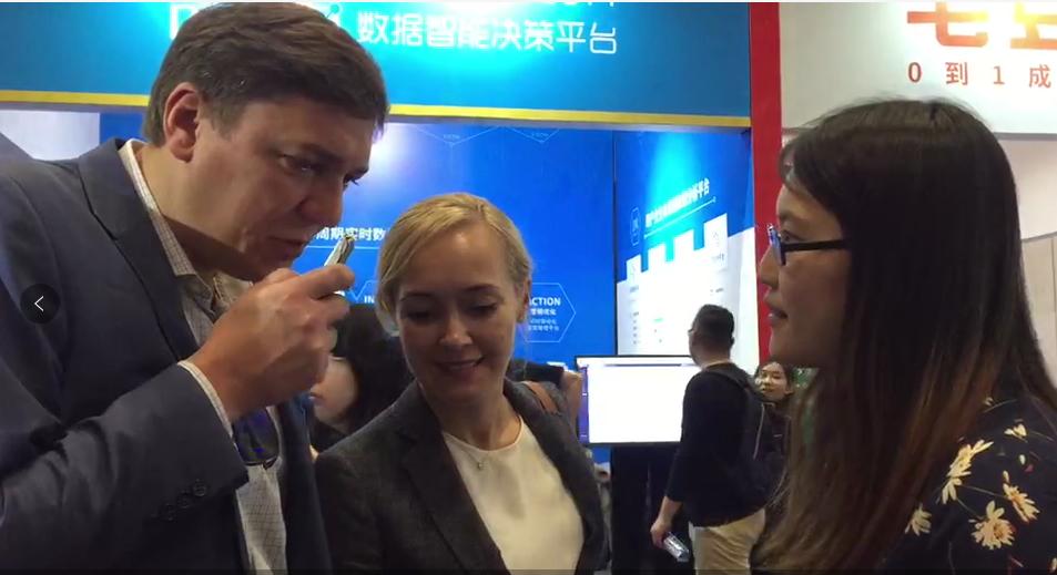 亮相GMIC,清华准儿翻译机向全球顶级AI科学家致敬